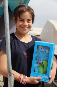 Nour holds her new toy. ©UNICEF/Turkey-2014/Yurtsever